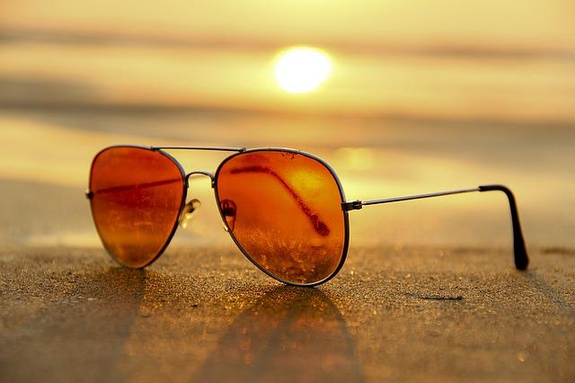 slunce za brýlemi