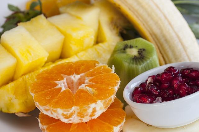 ananas granátové jablko banán mandarinka