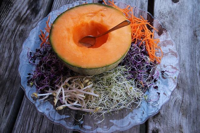 cukrový meloun, klíčky na talíři