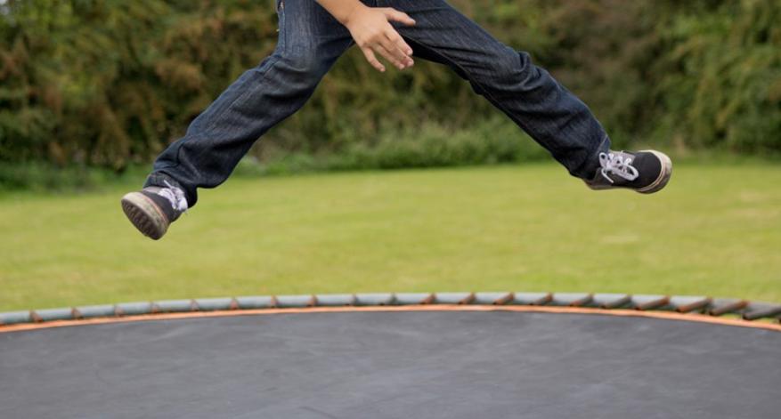 skok a trampolína